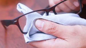 Как правильно нужно ухаживать за очками для зрения