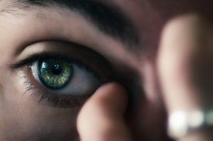 шелушатся веки глаз,