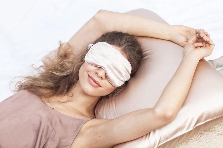 Повязка на глаза для сна: как называется
